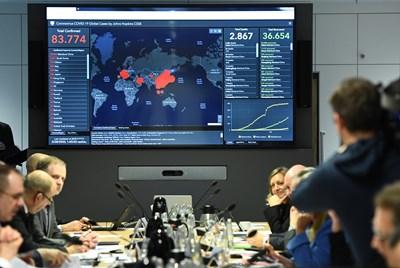 Членове на германското правителство следят разпространението на вируса.   СНИМКА: РОЙТЕРС