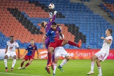 """Густаво Бусато спира атака на """"Базел"""" при историческия успех на ЦСКА."""