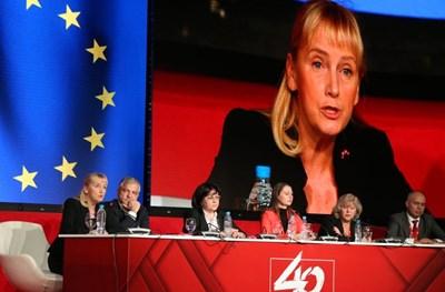Елена Йончева се превърна в звездата на конгреса на БСП. СНИМКА: Йордан Симeонов