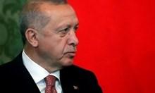 Турската лира отслабна, след като Ердоган смени шефа на централната банка