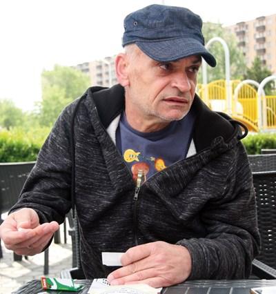 Божидар Тонев-Попа е свирил на една сцена с легендарни рокмузиканти. СНИМКА: Евгени Цветков