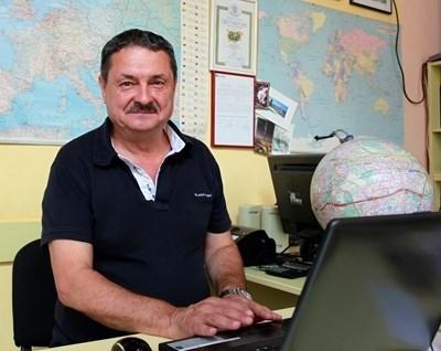 Проф. Георги Рачев СНИМКА: Архив