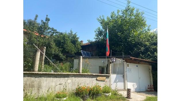 В безлюдно село с път без асфалт Владимир Живков посещавал тъщата