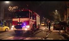 Виж как пожарникари гасят голф, подпален с коктейл Молотов в София (видео)