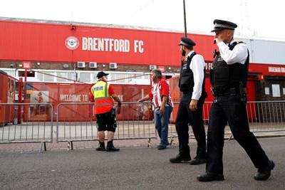 """В последния мач на стария си стадион """"Грифин парк"""" """"Брентфорд"""" успя да се класира за финала за влизане във Висшата лига."""