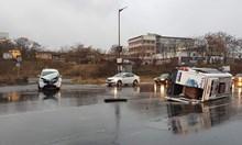 Микробус с пътници се преобърна в Кърджали, има пострадали