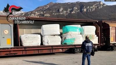 Карабинерите хванаха 815 тона боклуци, които са пътували за България. Нено Димов отрича да има разрешение за този внос.