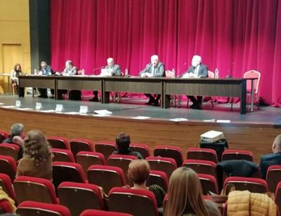 Очаква се разгорещено заседание в общинския съвет.