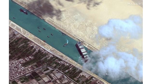 Преди месец разиграват блокирането на Суецкия канал