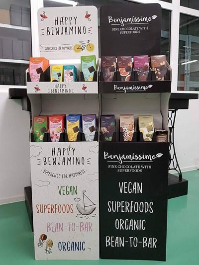 """Щанд за шоколади на """"Био Бенямин"""" в магазин в чужбина."""