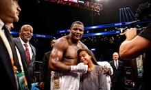 Заради две болни дъщери двама татковци спечелиха световна слава в  професионалния бокс