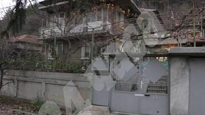 Къщата, в която 77-годишната жена е изнасилена и убита  Снимка: Лиляна Трънкова