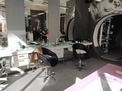 Фризьорските салони вече месец в Пловдив не работят.