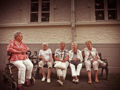 Възрастни хора от домовете Снимка: МТСП
