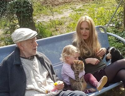 Семейство Финци с Матилда и двама от домашните любимци СНИМКА: Личен архив