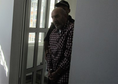 Водят Веселин Иванов в съда в Габрово
