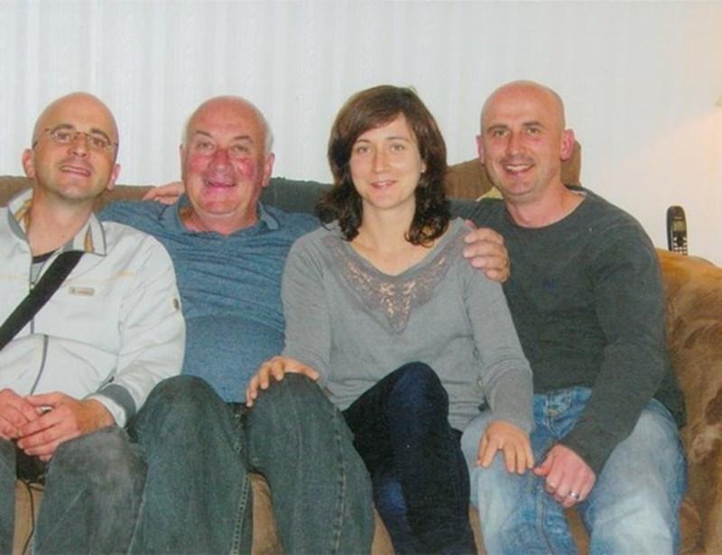 Тома с трите си деца