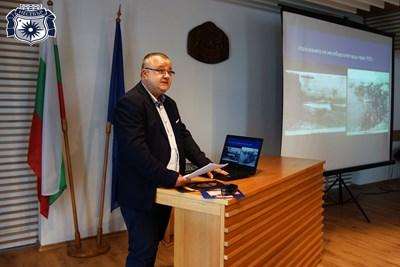 Проф. Емануил Мутафов прикова вниманието на присъстващите с ентересна данни, които изнесе.