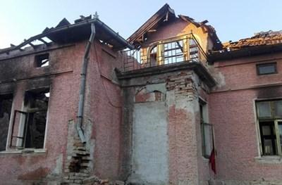 Изгорялата къща на сем.Кавръкови