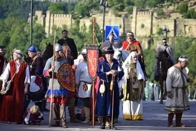 Атрактивни древни воини връщат средновековния дух на Царевец СНИМКА: Община Велико Търново