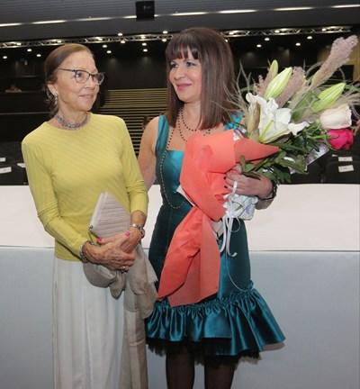 Царица Маргарита поздрави Жени Живкова. СНИМКА: Румяна Тонeва