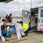 Лекарите качват бебето на самолета. СНИМКА: МИНИСТРСТВОТО НА ОТБРАНАТА