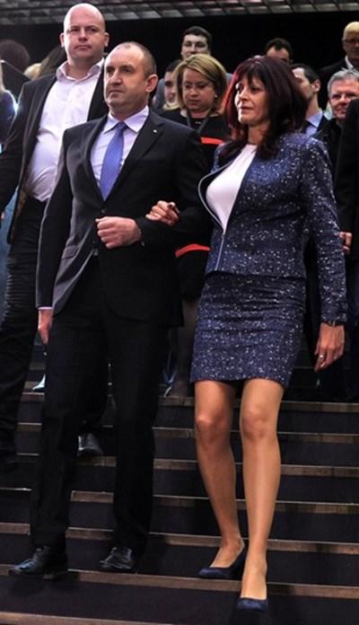 Съпругата на Румен Радев с него на всички церемонии