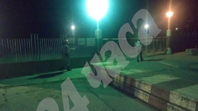 Пред авиобаза Крумово чакат Каракачанов. Не дават да се снима. Казват - това е трагедия.СНИМКИ: Радко Паунов