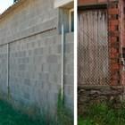 Изграждането на плътна стена по периметъра на свинекомплекса е важна част задължителната биосигуроснот. Тя предпазва от навлиазане на гризачи и на животни - както диви, така и домашни.
