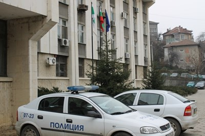 Задържаха група за кражби на катализатори в Габрово