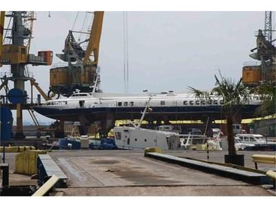 Кометите са на ремонт в бургаското пристанище.  СНИМКИ: ЕЛЕНА ФОТЕВА