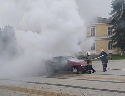 Осъдиха подпалилия колата си пред общината  и училище във Враца