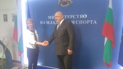 проф. Даниела Дашева предаде поста на спортния министър Красен Кралев. СНИМКА: Гeорги Банов