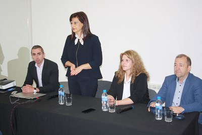 Даниела Дариткова в Сливен СНИМКИ: пресцентърът на ГЕРБ