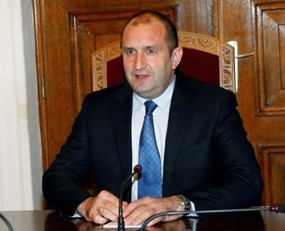 Законът за съдебната власт по никакъв начин не ограничава правата на магистратите, заяви Румен Радев във Варна. Снимка Архив