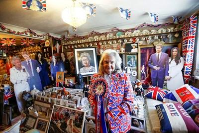 Фенката на кралското семейство Маргарет Тайлър  СНИМКИ: Ройтерс