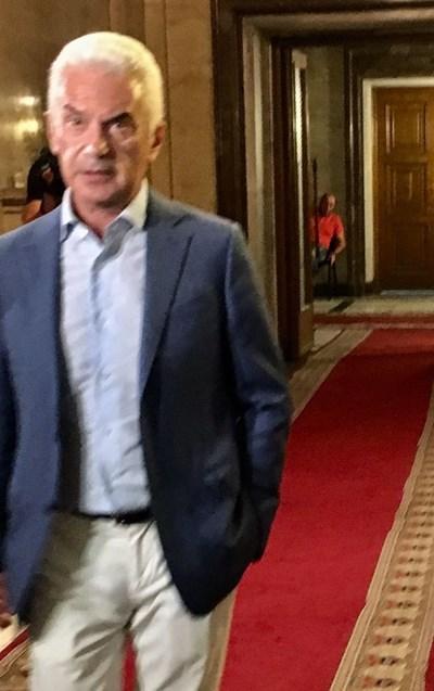 Волен Сидеров пристигна последен на съвета. СНИМКА: Кристина Кръстева