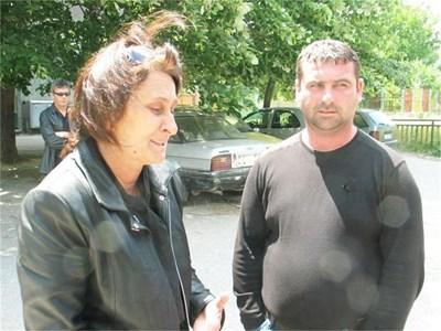 Съпругът Райчо и лелята Мария са убедени, че Десислава е починала заради лекарска грешка.  СНИМКИ: АВТОРЪТ И ЛИЧЕН АРХИВ