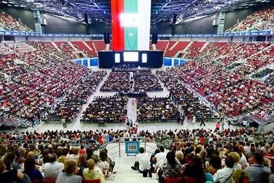 """Учителският събор в зала """"Арена Армеец"""" събра на 19 юни 12 000 учители. СНИМКА: Десислава Кулелиева"""