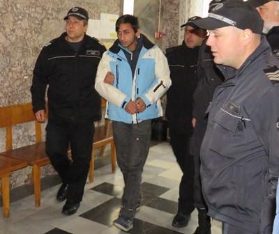 Водят Димитър Георгиев в съда във Велико Търново
