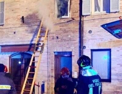 Пожарът в апартамента в Сервиляно СНИМКА: ИТАЛИАНСКИ ПОЖАРНИКАРИ