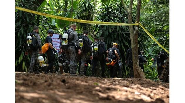Участник в спасителната операция в пещера в Тайланд е загинал