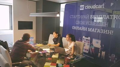 """""""КлаудКарт"""" ООД не само предлага платформа за стартиране на онлайн магазин, но и често обучава клиентите си как да ползват пълната функционалност на системата."""