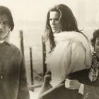 Малинка Тановска (вдясно) с италианската кинозвезда Флоринда Болкан по време на снимки в Слънчев бряг.