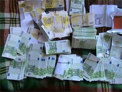 517 000 евро менте бяха открити при операцията. СНИМКА: МВР