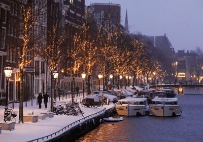 Вечерният час в Нидерландия цели забавяне на разпространението на новия коронавирус, ще остане в сила поне още една седмица - кадърът е от зимата. СНИМКА: Ройтерс