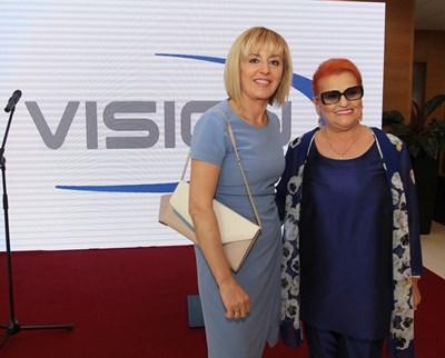 Елена Кумбиева (вдясно), управител на VISION, показа на омбудсмана Мая Манолова новата клиника. СНИМКА: Николай Литов