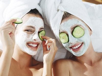 Маските с краставица хидратират кожата.