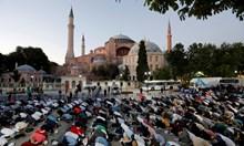 """Турското МВнР: Джамията """"Света София"""" ще е отворена за посетители от всички религии"""