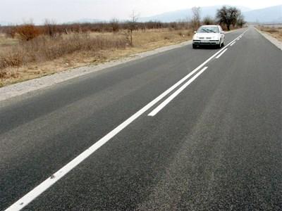 """Отсечката Нова Загора - Твърдица - Елена бе една от възложените за ремонт на """"Биндер""""."""